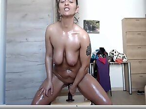 Hot Cougar Oils her body